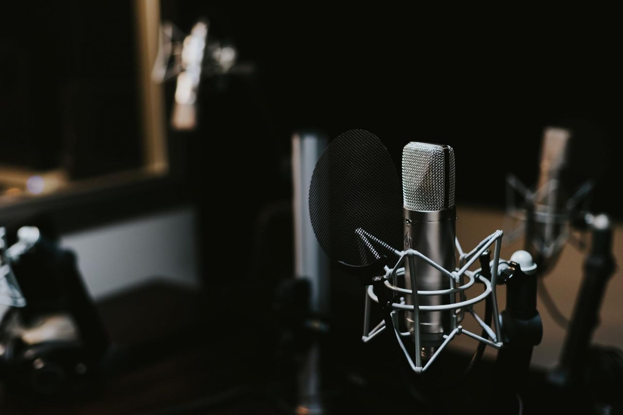 Voiceover Recording Tips: How To Voiceover A Video | Biteable